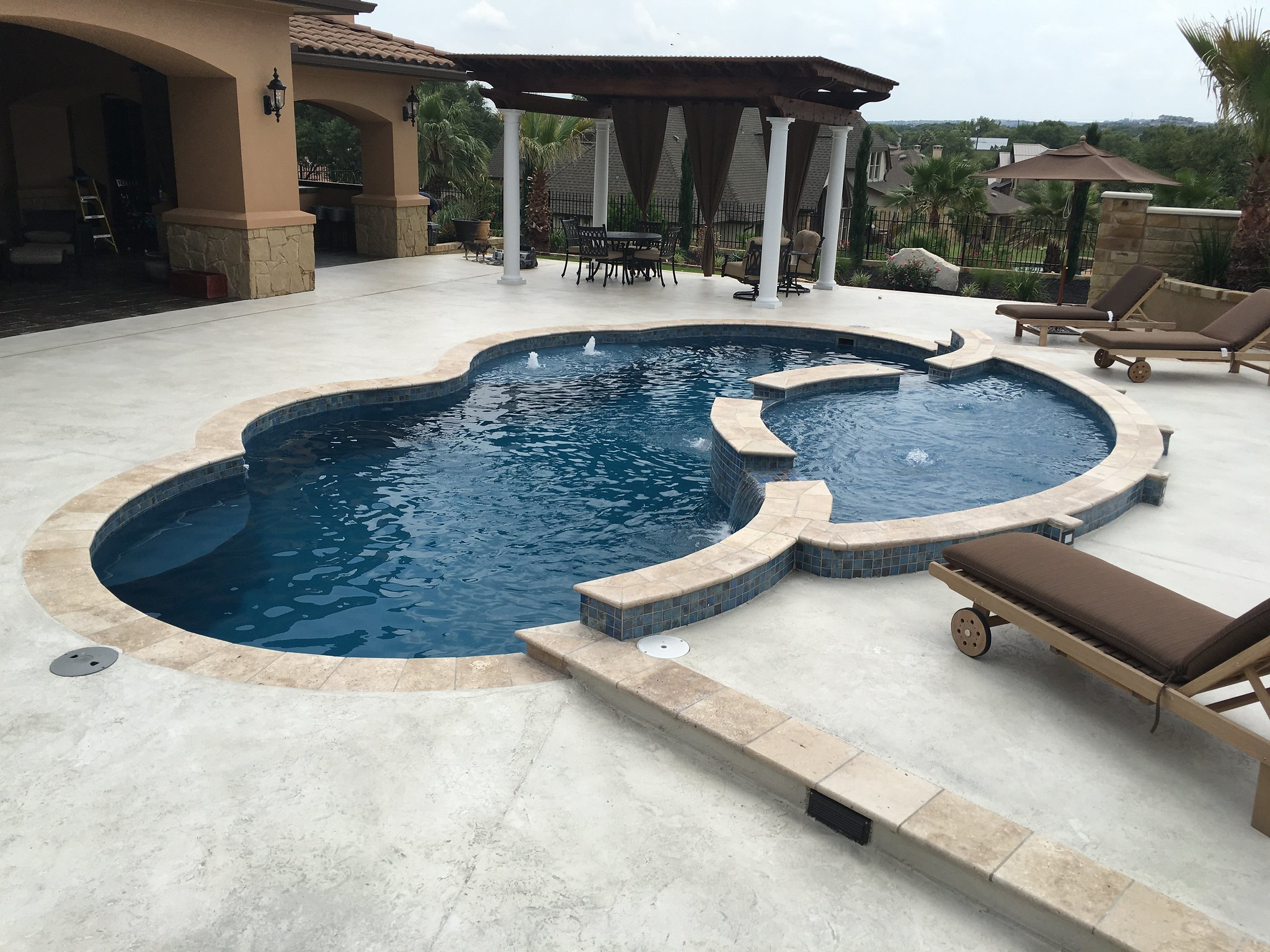 Build a pool with tanning ledge